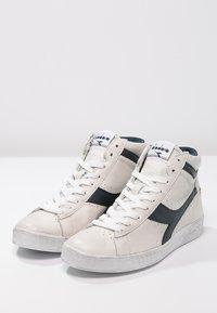 Diadora - GAME WAXED - Sneakers hoog - white/blue caspian sea - 2