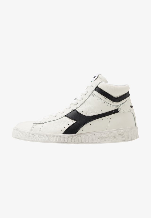 GAME WAXED - Korkeavartiset tennarit - white/black