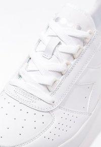 Diadora - B.ELITE - Baskets basses - white - 5