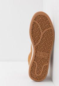 Diadora - PLAYGROUND - Korkeavartiset tennarit - brown - 4
