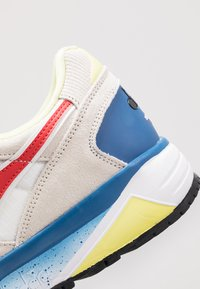 Diadora - Matalavartiset tennarit - white/dark red - 5