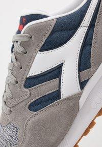 Diadora - N902 SUMMER - Sneakers laag - dark denim/paloma - 5