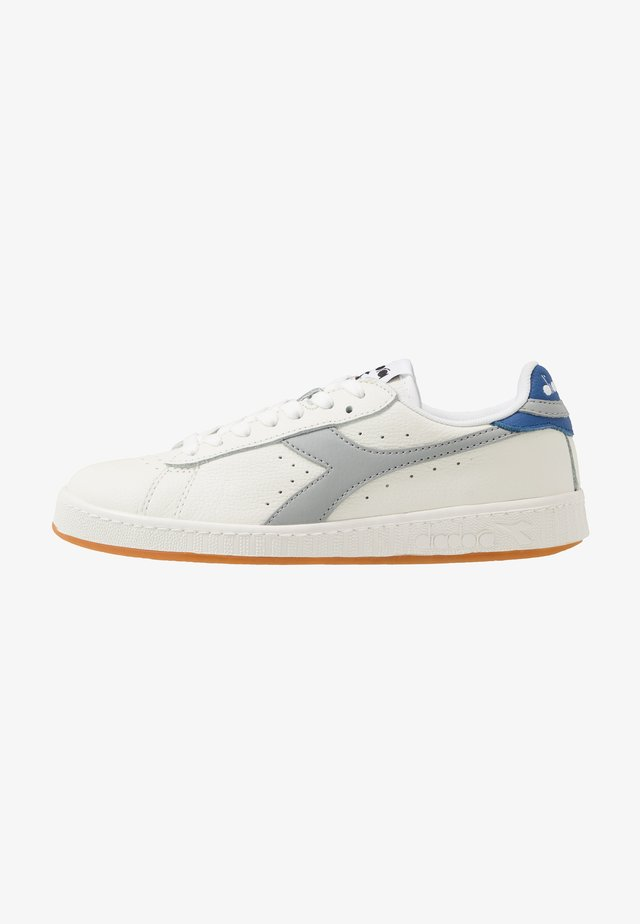 GAME - Matalavartiset tennarit - white/high rise/classic blue