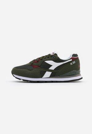 N.92 - Sneakers basse - green oil