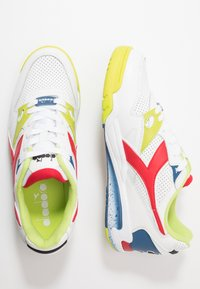 Diadora - REBOUND ACE - Matalavartiset tennarit - white/dark red - 1
