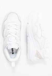 Diadora - WHIZZ RUN - Sneakersy niskie - white - 1