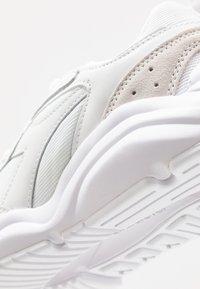 Diadora - WHIZZ RUN - Sneakersy niskie - white - 5