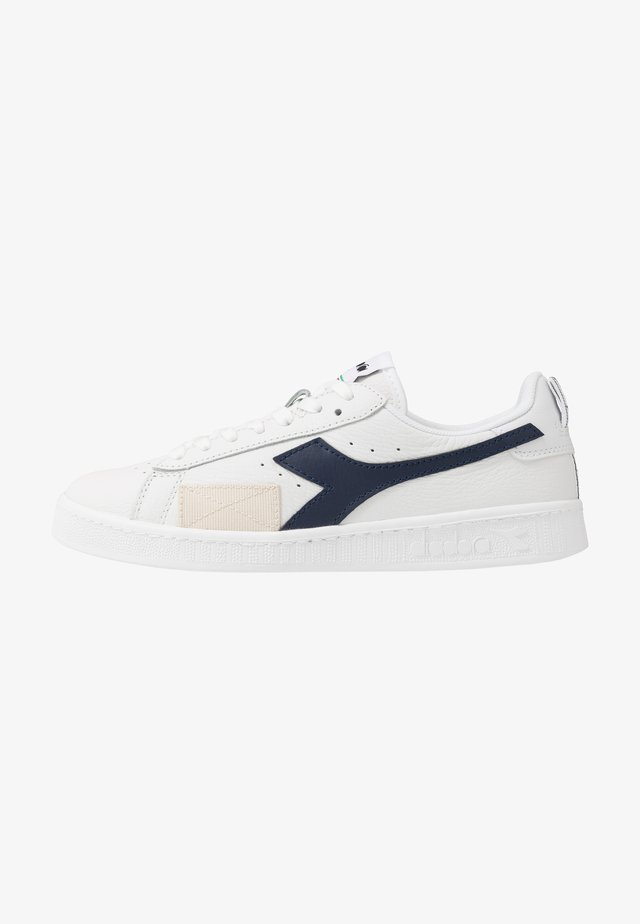GAME DISTORTION - Trainers - white/blue caspian sea