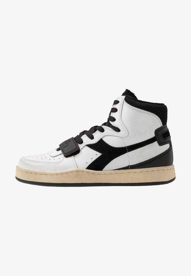 MI BASKET USED - Sneakers hoog - white/black