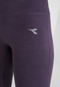 Diadora - LEGGINGS  - Punčochy - violet perfect - 5