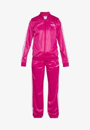 CHROMIA  - Tepláková souprava - beetroot pink