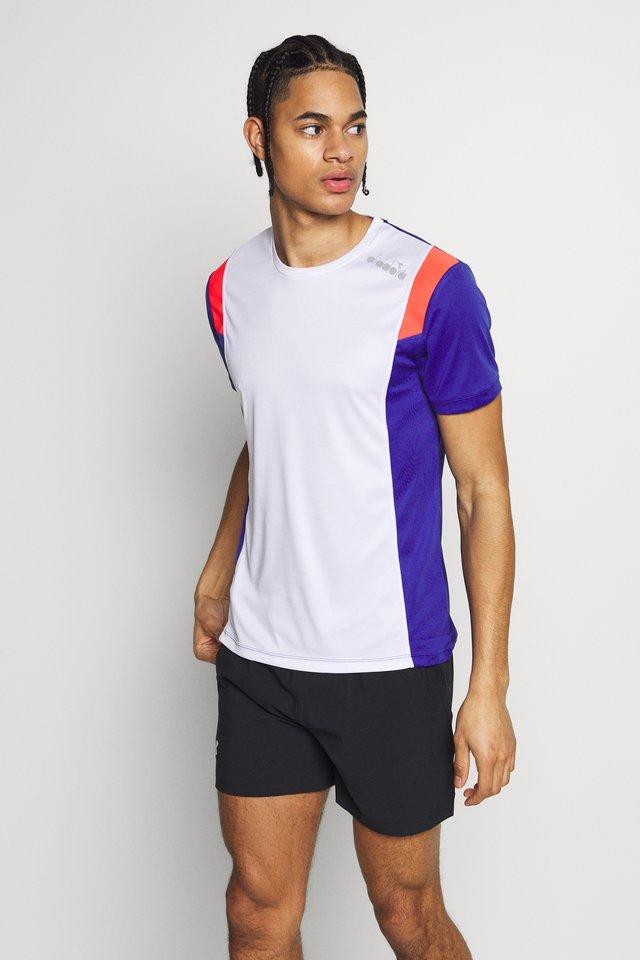 RUN - T-shirt z nadrukiem - optical white
