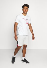 Diadora - KALEIDOS - Print T-shirt - optical white - 1