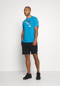 Diadora - KALEIDOS - Print T-shirt - azure sky blue - 1