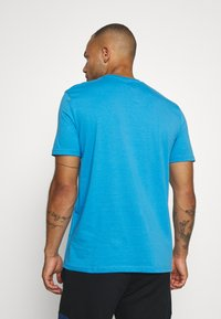 Diadora - KALEIDOS - Print T-shirt - azure sky blue - 2