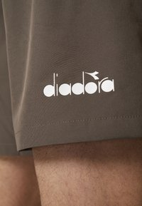 Diadora - BERMUDA MICRO - Korte broeken - bung gray - 4