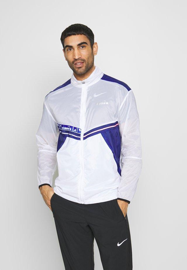 LIGHTWEIGHT WIND JACKET BE ONE - Sports jacket - optical white