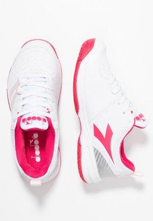 S. FLY 2 - Tennisschoenen voor alle ondergronden - white/red virtual pink