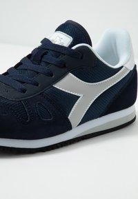 Diadora - SIMPLE RUN - Neutrální běžecké boty - blue corsair - 5