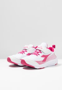 Diadora - FLAMINGO 3 - Chaussures de running neutres - white/bright rose - 3