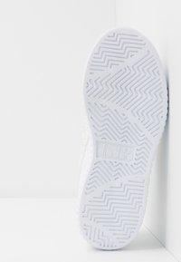 Diadora - GAME STEP - Sportovní boty - white/silver - 5