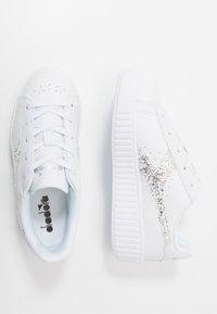 Diadora - GAME STEP - Sportovní boty - white/silver - 0