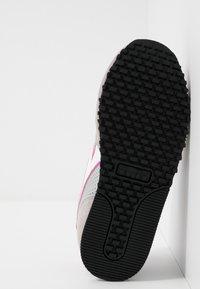 Diadora - SIMPLE RUN UP - Kävelykengät - ash/rose violet - 5