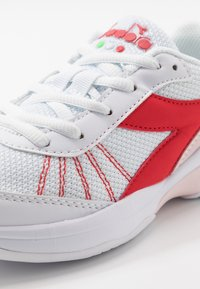 Diadora - S. CHALLENGE 3  - Multicourt tennis shoes - white/lively hibiscus red - 5