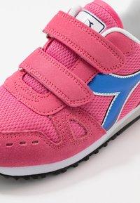 Diadora - SIMPLE RUN GIRL - Hardloopschoenen neutraal - hot pink - 2