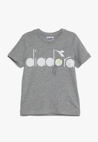 Diadora - PALLE GLOW IN THE DARK - T-shirt con stampa - light middle grey melange - 0