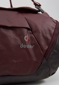 Deuter - Cestovní taška - maron/aubergine - 11