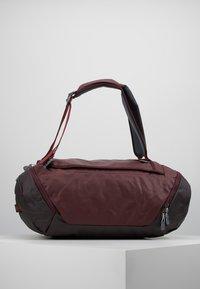 Deuter - Cestovní taška - maron/aubergine - 2