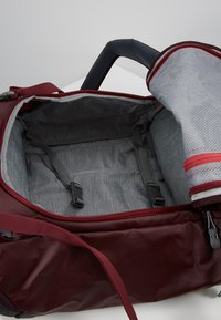 Deuter - Cestovní taška - maron/aubergine - 8