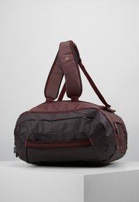 Deuter - Cestovní taška - maron/aubergine - 3