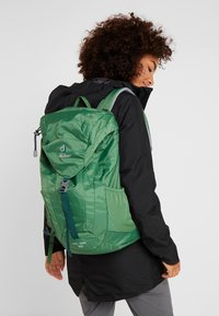 Deuter - AC LITE 18 - Plecak podróżny - leaf - 7