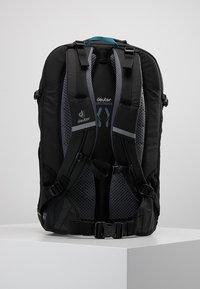 Deuter - GIGA BIKE - Tagesrucksack - graphite/black - 2