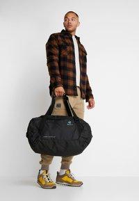 Deuter - AVIANT DUFFEL 50 - Sportovní taška - black - 7
