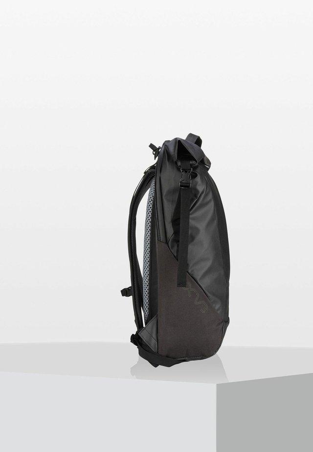 Tagesrucksack - black coat