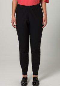DORIS STREICH - Pantaloni - schwarz - 2