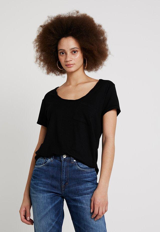 CLEAN TWIST - T-shirts - black