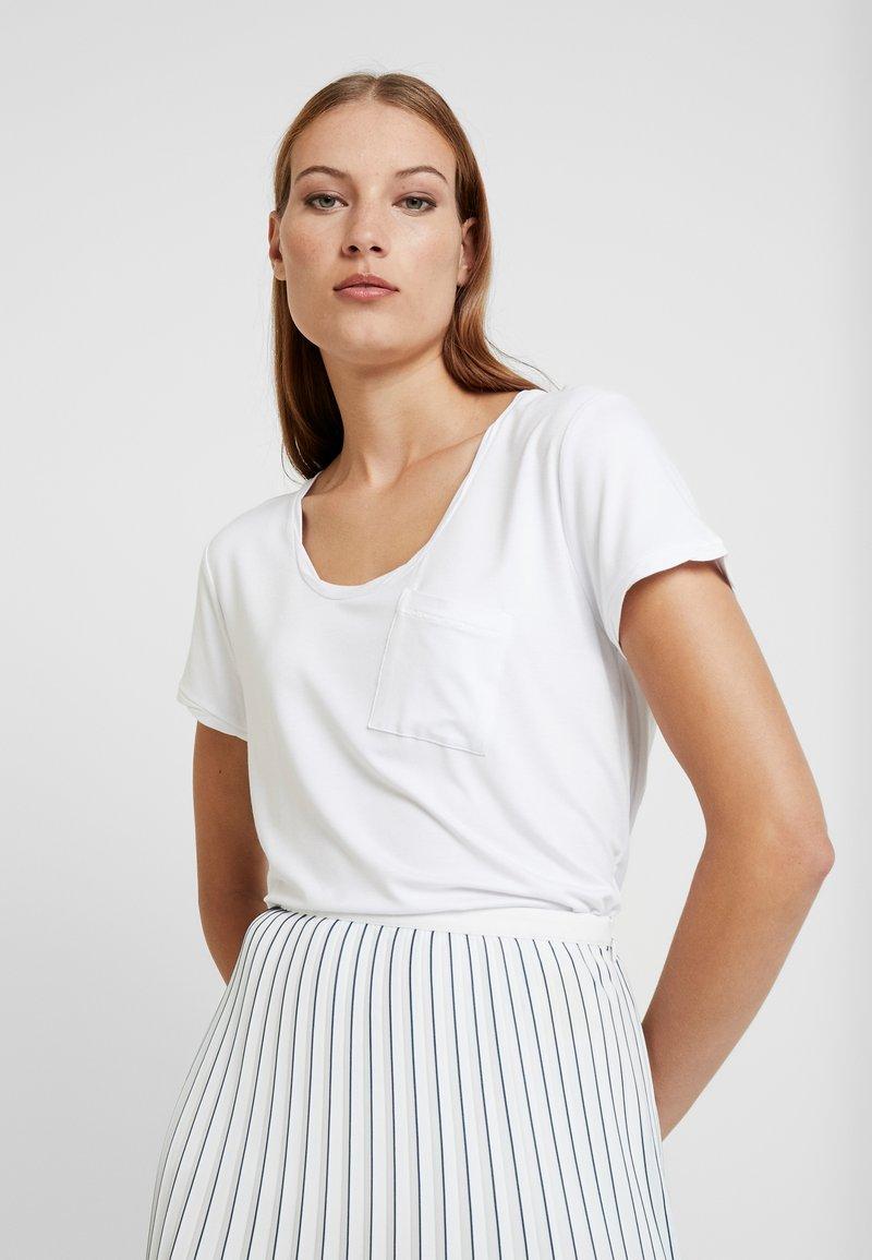 DAY Birger et Mikkelsen - NEW CLEAN TWIST - Basic T-shirt - white