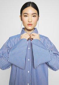 DAY Birger et Mikkelsen - SPRINGTIME - Button-down blouse - navy blazer - 3