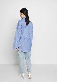 DAY Birger et Mikkelsen - SPRINGTIME - Button-down blouse - navy blazer - 2