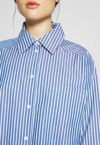 DAY Birger et Mikkelsen - SPRINGTIME - Button-down blouse - navy blazer - 4