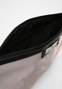 DAY Birger et Mikkelsen - DAY GWENETH - Wash bag - cloud grey - 4