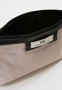 DAY Birger et Mikkelsen - GWENETH MINI - Kosmetická taška - cloud grey - 4
