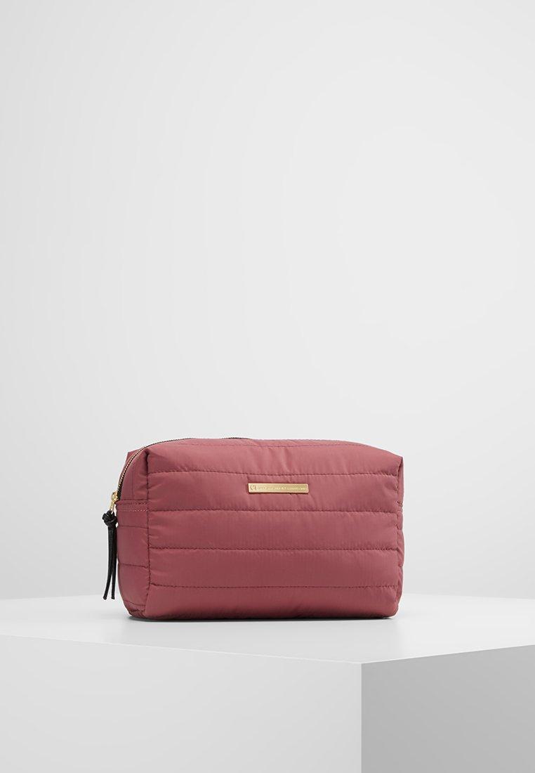 DAY Birger et Mikkelsen - PUFFER BEAUTY - Kosmetiktasker - rouge blush