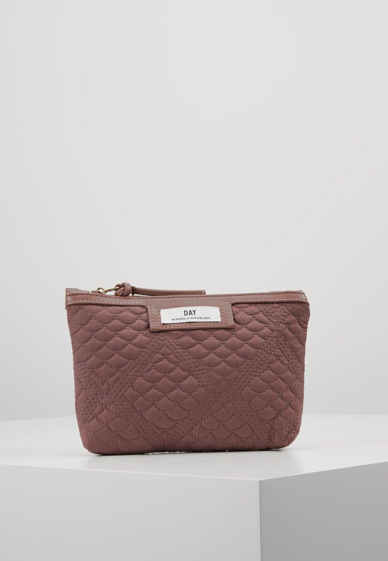 DAY Birger et Mikkelsen - GWENETH TOPAZ MINI - Kosmetická taška - rose taupe
