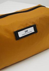 DAY Birger et Mikkelsen - GWENETH BEAUTY - Kosmetická taška - cigarillo - 2