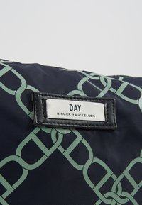 DAY Birger et Mikkelsen - GWENETH CHAIN BEAUTY - Wash bag - outer space - 2
